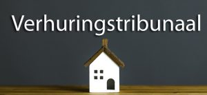 住宅模型と暗い背景